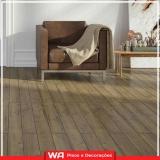 piso de madeira laminado colocado para quarto